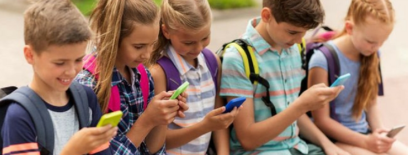 crucial-things-parents-must-teach-their-kids-before-buying-smartphone