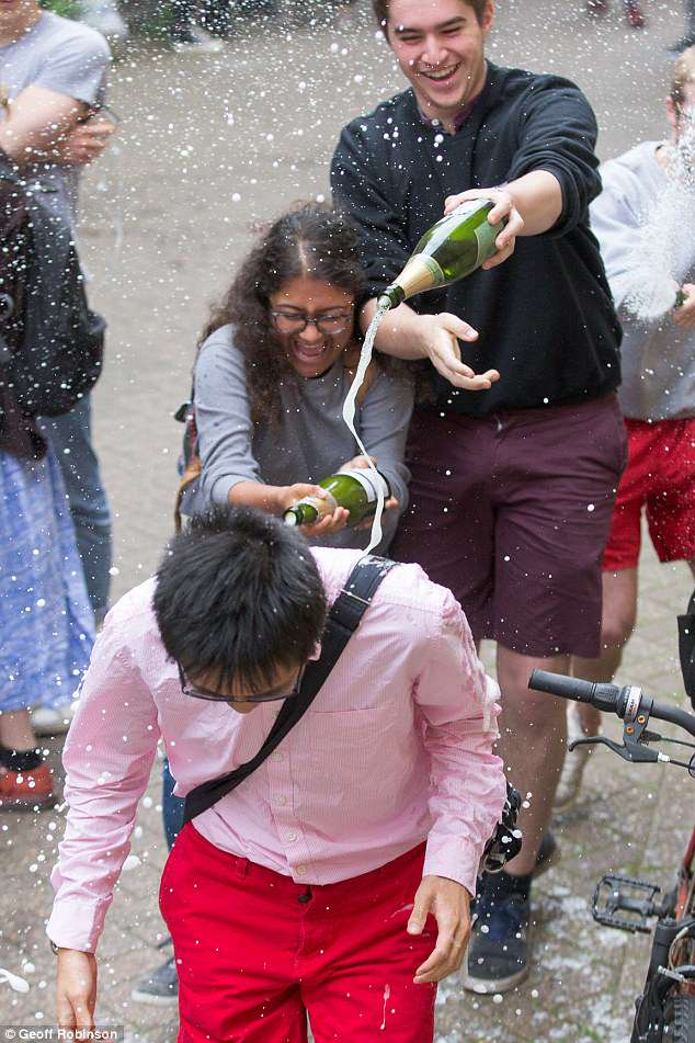 cambridge-university-students-spraying-wtih-champagne