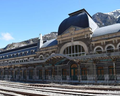 carfranc-railway-station-students-to-visit