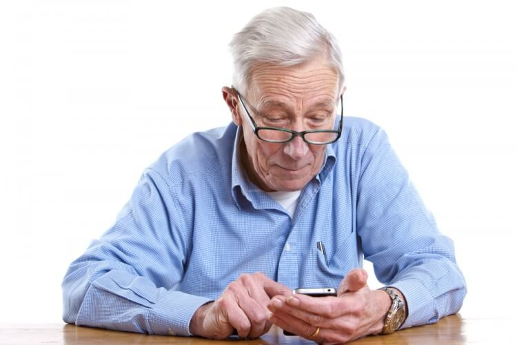 companionship-apps-connect-elderly-people-students-01
