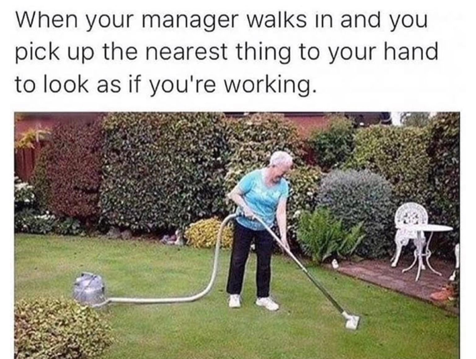 17-relatable-memes-for-students-working-in-retail-10
