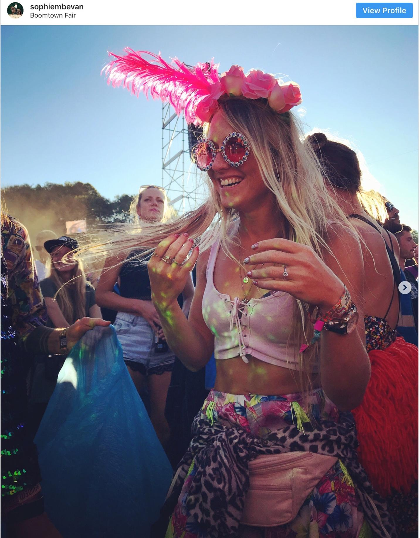 20-craziest-festival-outfits-that-students-rocked-in-summer-2018-3.jpg