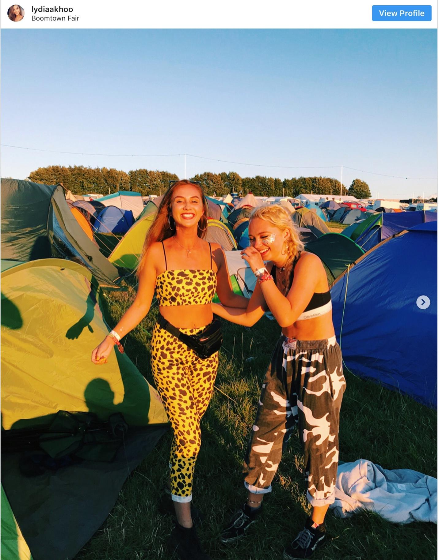 20-craziest-festival-outfits-that-students-rocked-in-summer-2018-4.jpg