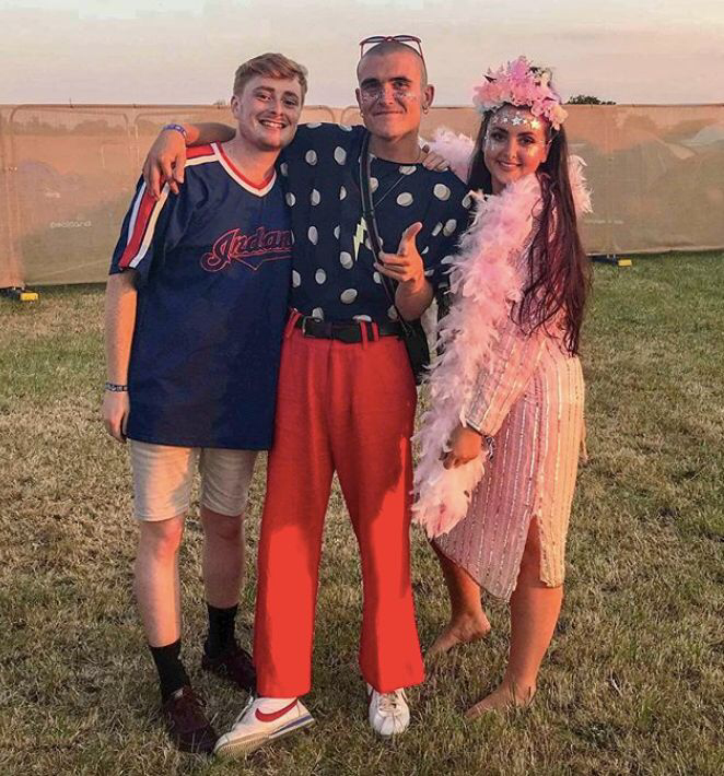 20-craziest-festival-outfits-that-students-rocked-in-summer-2018-8.png