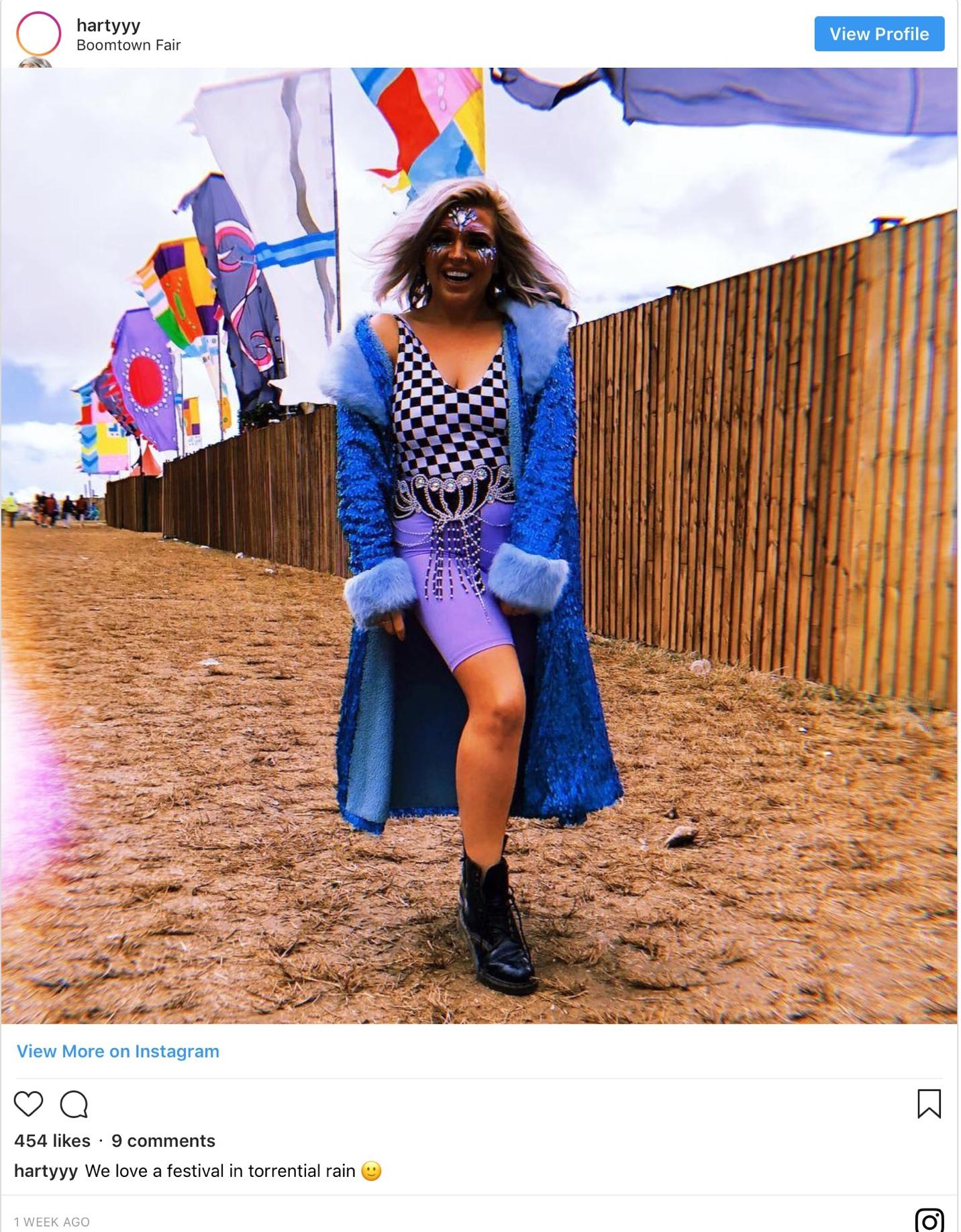 20-craziest-festival-outfits-that-students-rocked-in-summer-2018-9.jpg