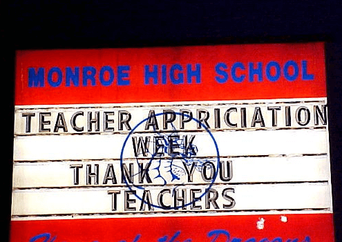 hilarious-spelling-mistakes-school-signs-07