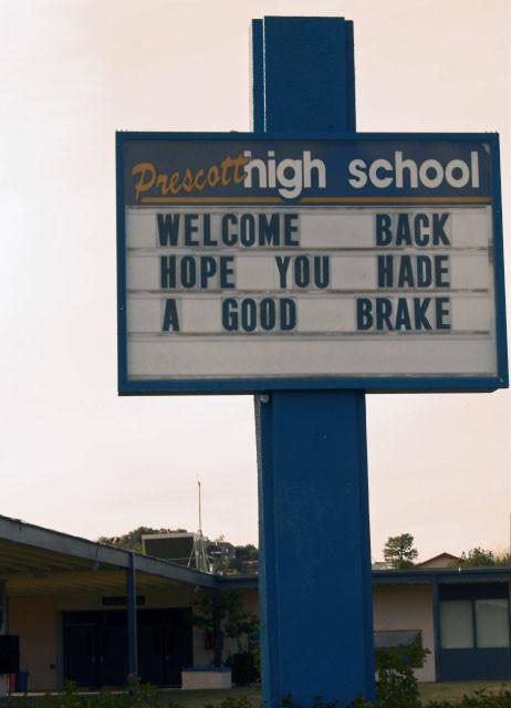 hilarious-spelling-mistakes-school-signs-23