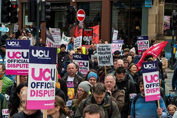 uk-lecturers-strike-01