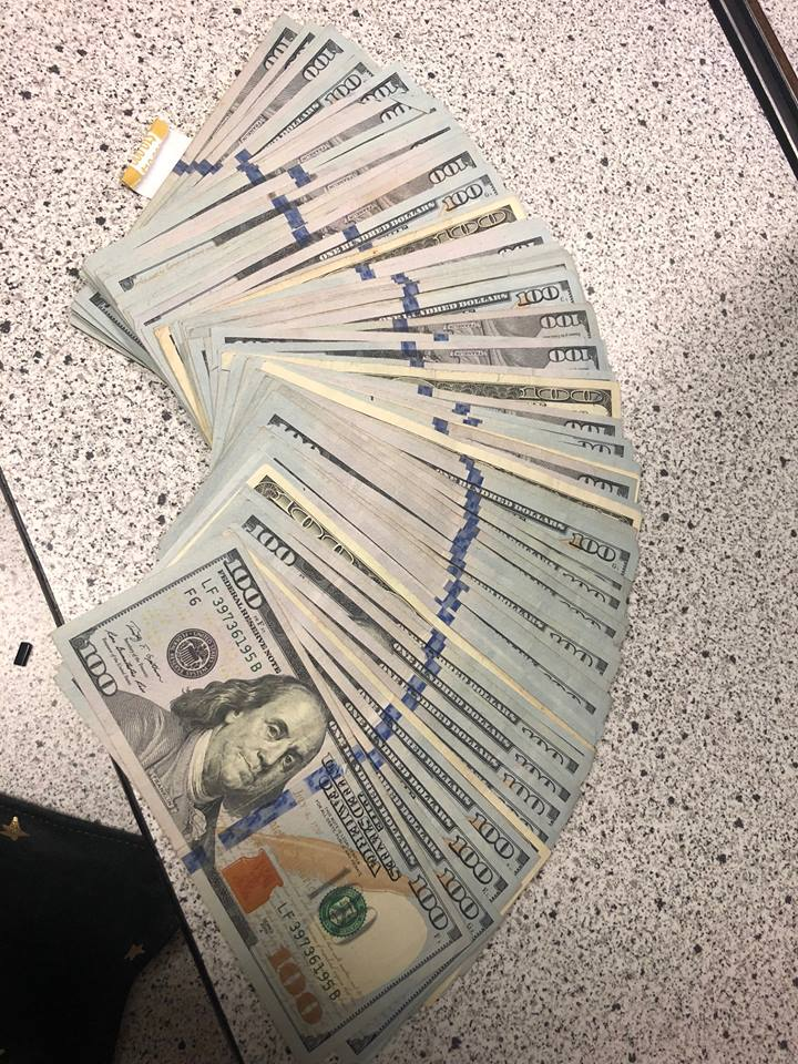 us-high-school-student-surprised-police-with-money-he-found-2
