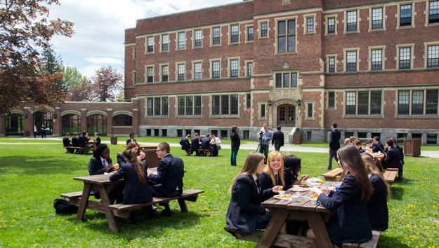 10-best-canadas-schools-to-attend-in-2019-3.jpg