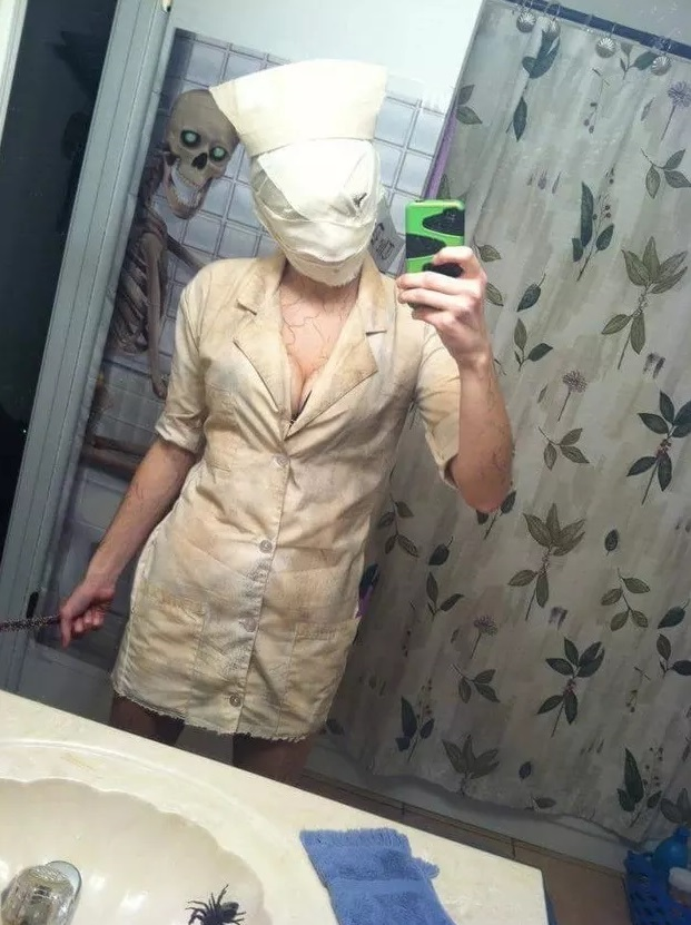 9-students-halloween-costumes-that-are-creepy-as-hell-6.jpg