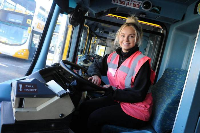 ellie-rose-houghton-youngest-double-decker-bus-driver-03