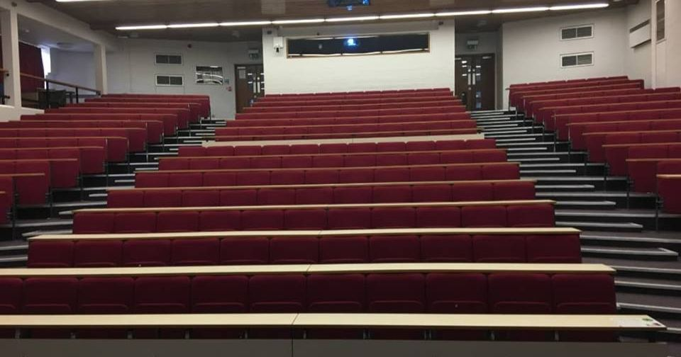 400-uk-students-didnt-show-up-for-lecture-02