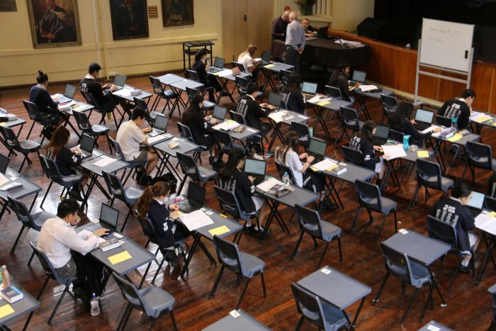 australian-students-take-exams-on-laptops-first-time-02