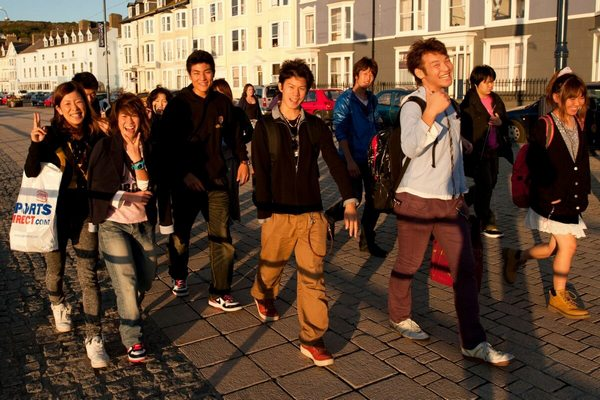 chinese-students-choose-to-study-in-uk-over-us-01