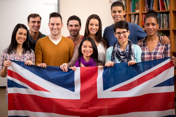 international-students-in-the-uk-01