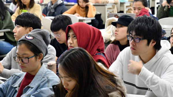 immigration-loophole-students-japan-02