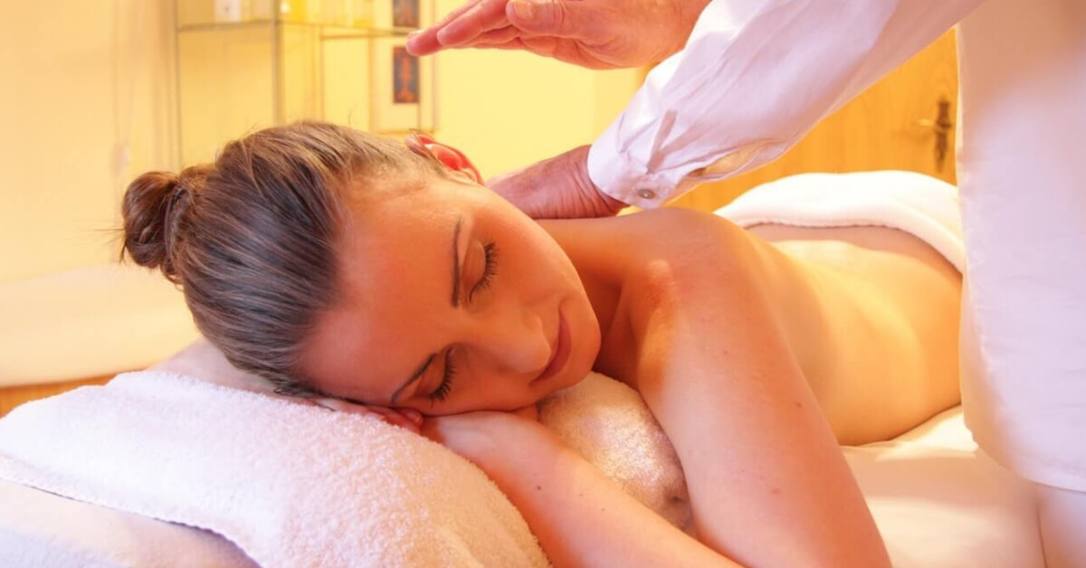 cover-how-to-become-massage-therapist